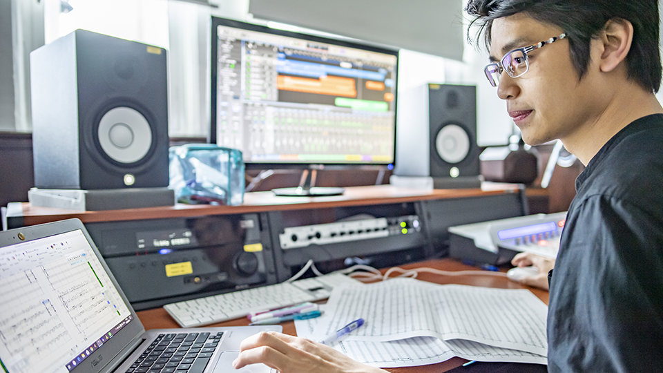 Singaporean student composing with technology