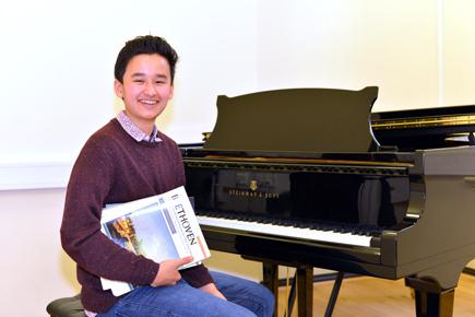 Vincent Wins Beethoven Junior Intercollegiate Piano