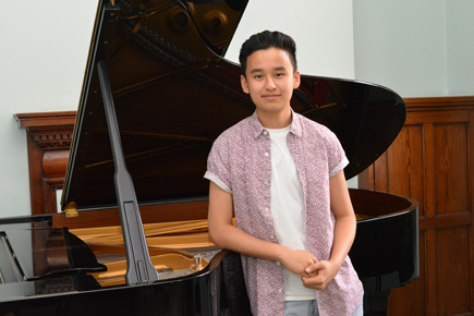 Vincent Ling Awarded Robert Lewin Scholarship