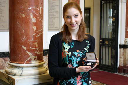 Magdalena Loth-Hill receives Mills Williams Medal