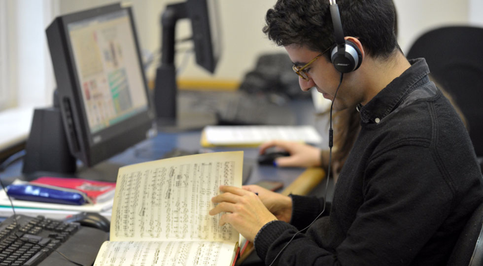 Student working in the RCM Library